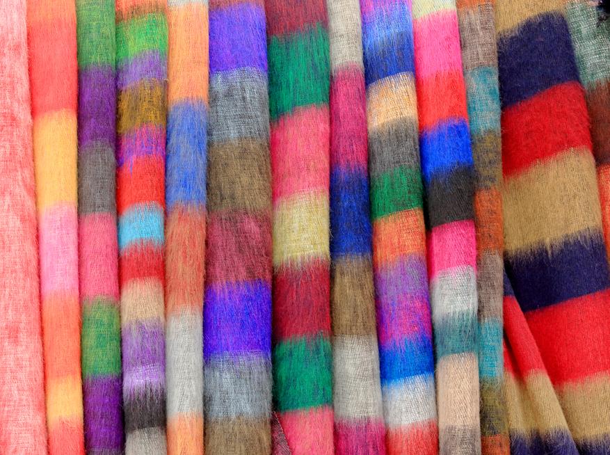 מוצרי טקסטיל ובדים בסיטונאות